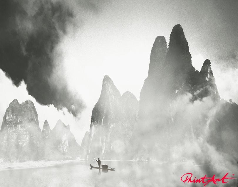 Fischer im Nebel Berge
