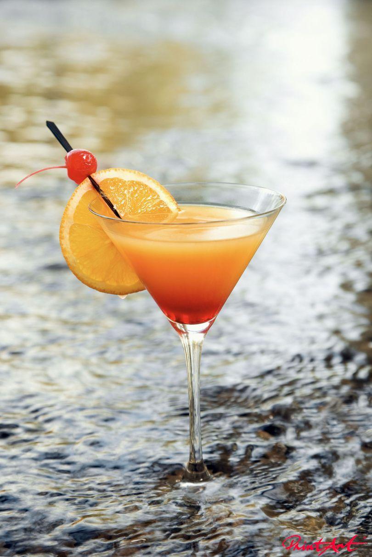 Tequila sunrise im Wasser Trinken