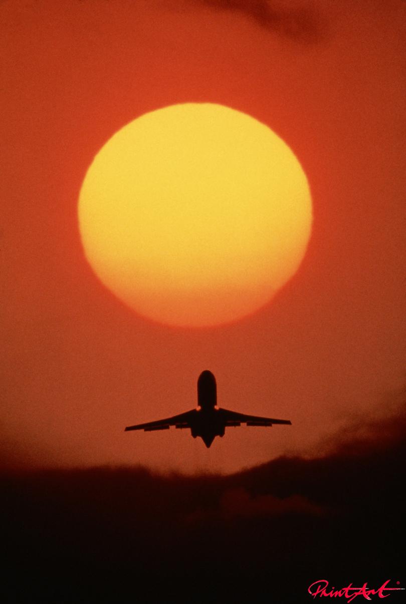 Start im Sonnenuntergang Flugzeuge